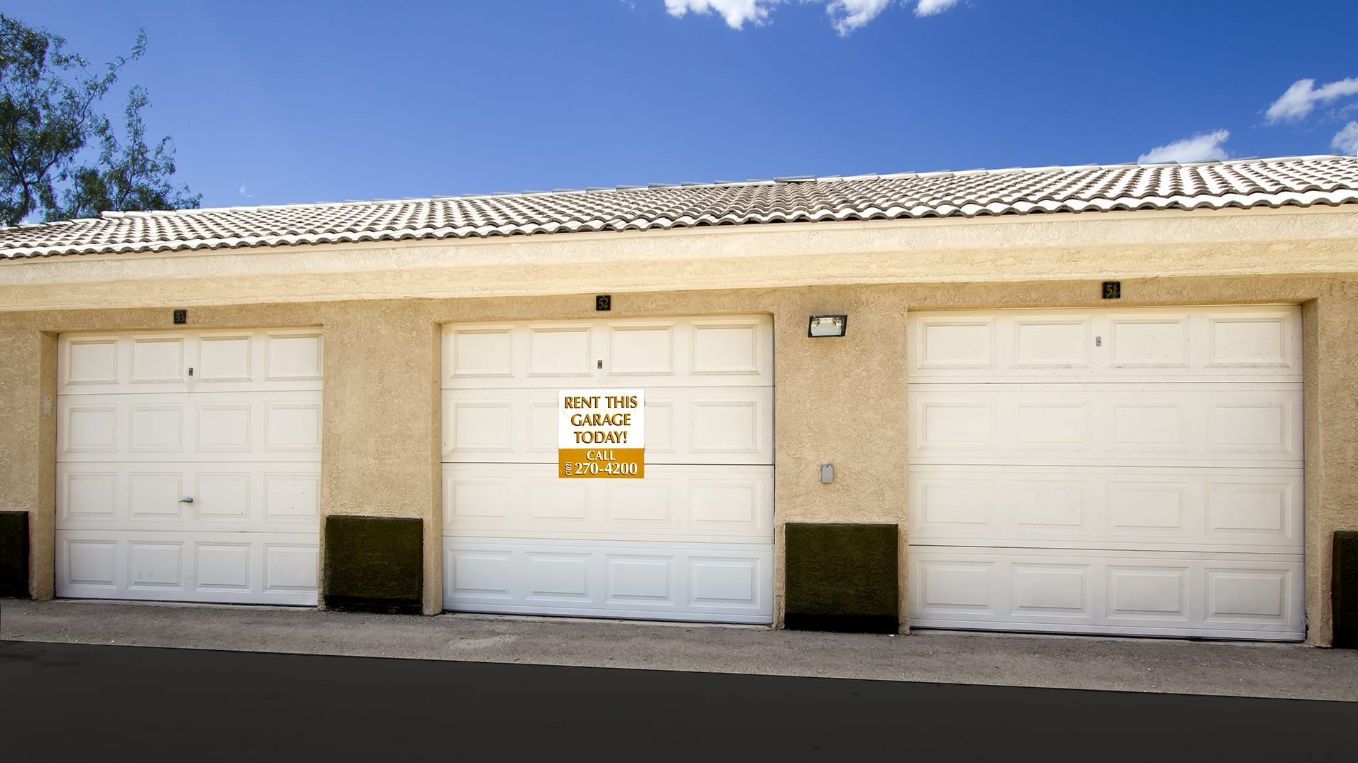 Detached garages at Summer Winds Apartments.